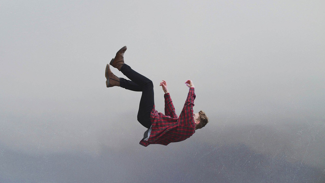 Falling - Photo by @Pexels - Pixabay